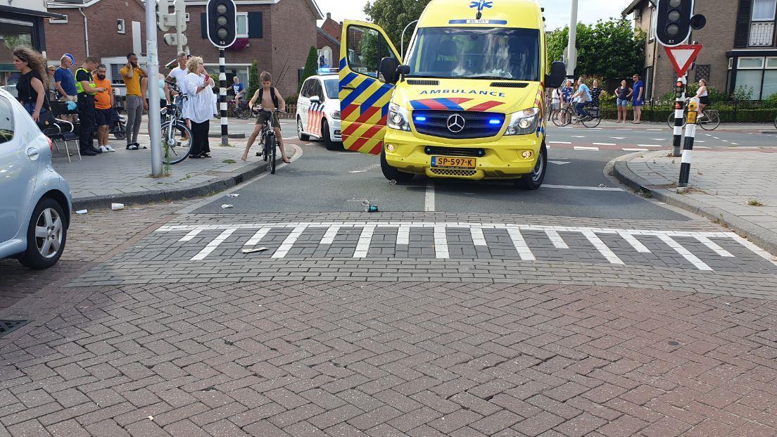 Fietser naar ziekenhuis na aanrijding met bestelbusje in Hengelo.
