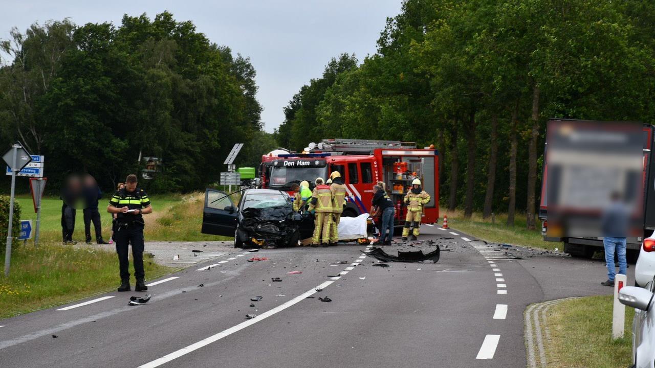 Twee gewonden bij zwaar ongeluk op A8: snelweg richting Amsterdam dicht.