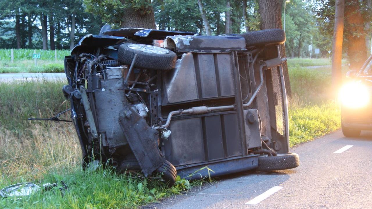Brommobiel op zijn kant bij eenzijdig ongeval in Wierden, bestuurder naar ziekenhuis.