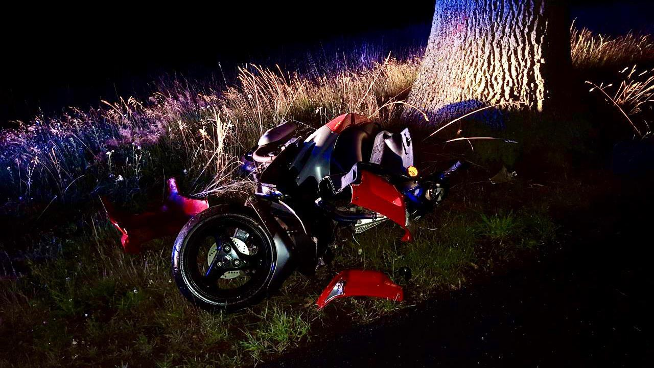 Scooterrijder gewond na botsing met boom in Tubbergen.