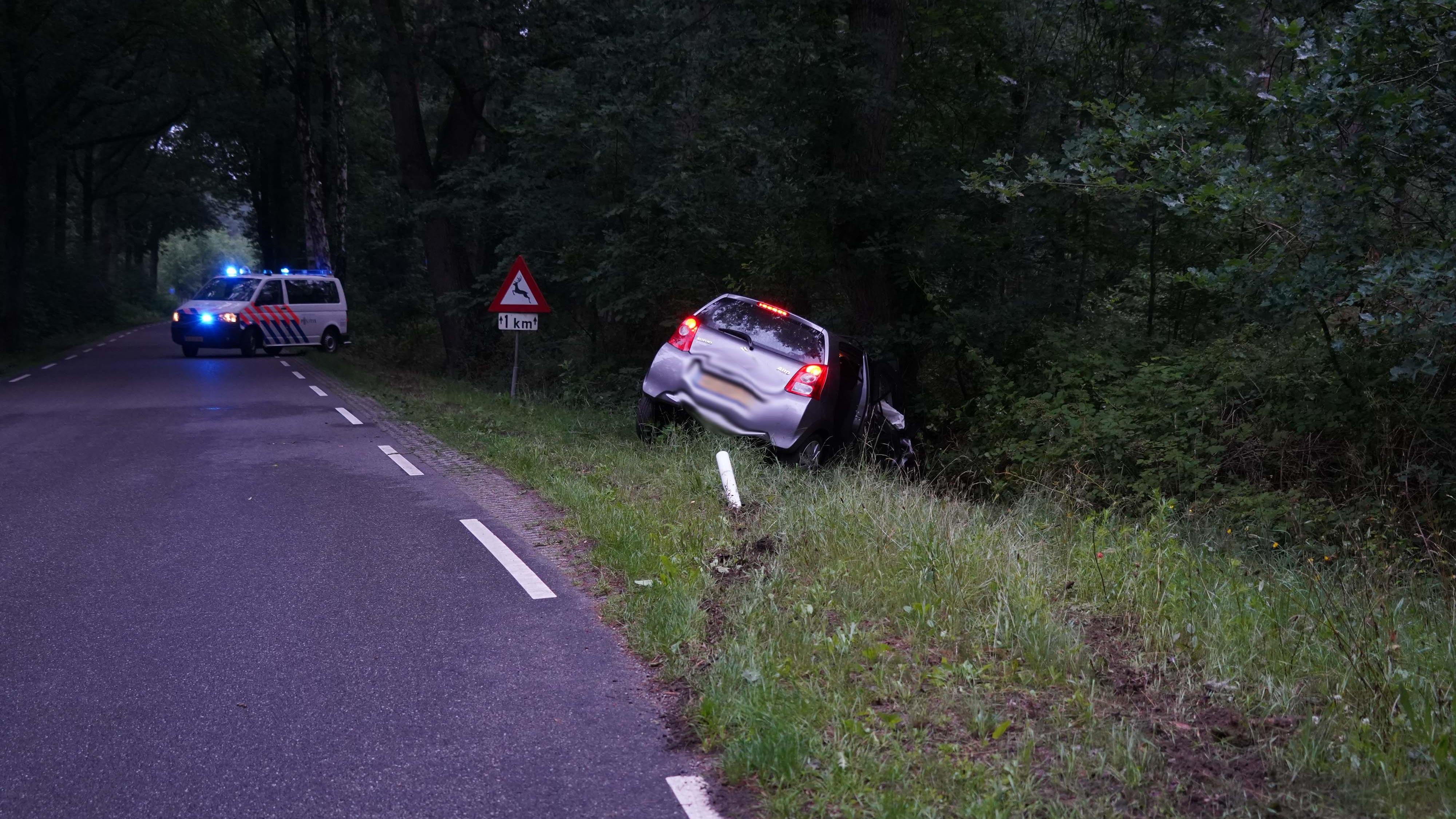Gewonde bij eenzijdig ongeluk Dalmsholte; bestuurder aangehouden voor drankrijden.