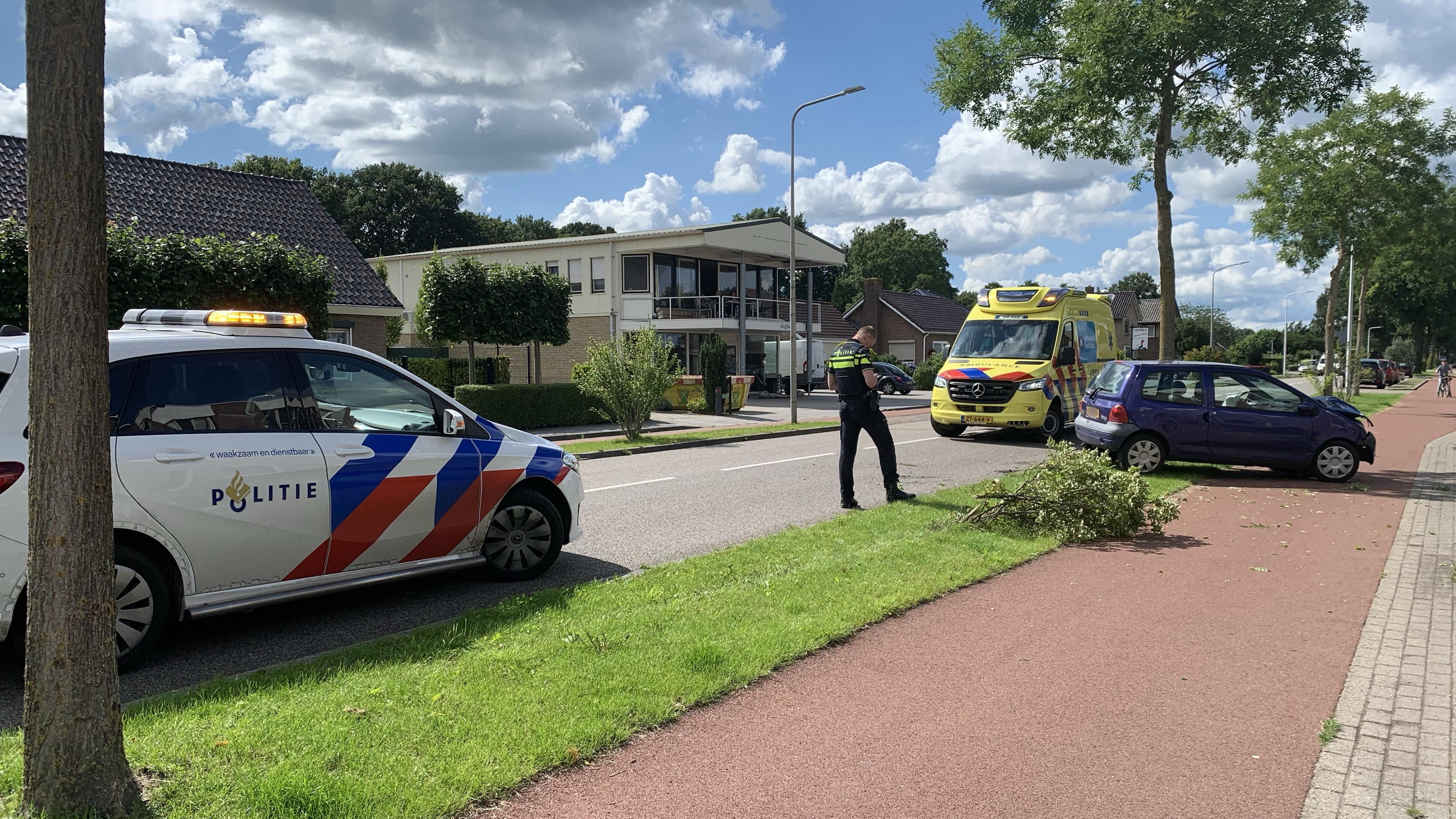 Automobilist gewond na botsing in Slagharen.