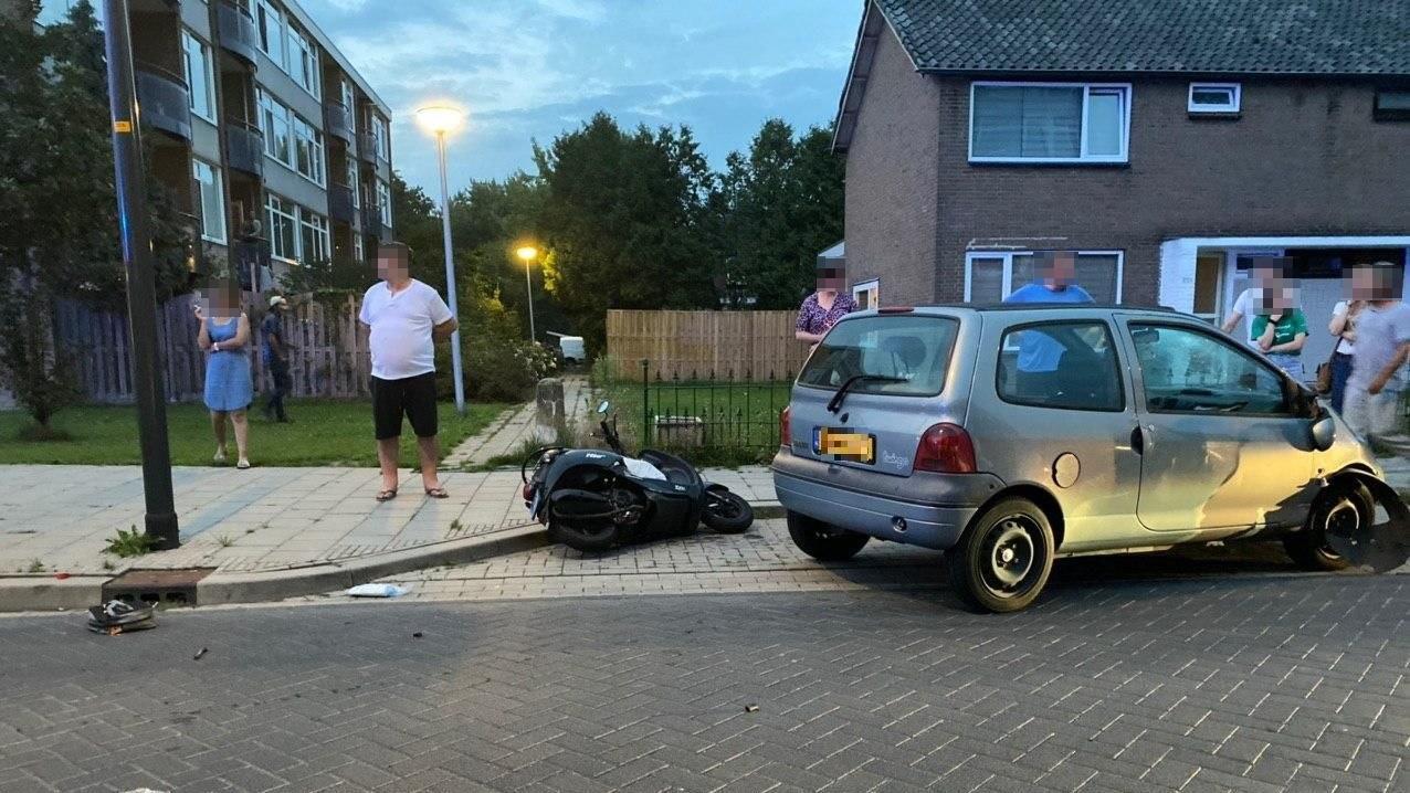 Scooterrijder gewond bij aanrijding in Deventer.