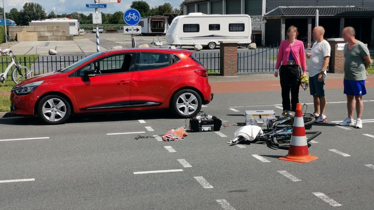 Fietsster zwaargewond geraakt bij aanrijding in Giethoorn.