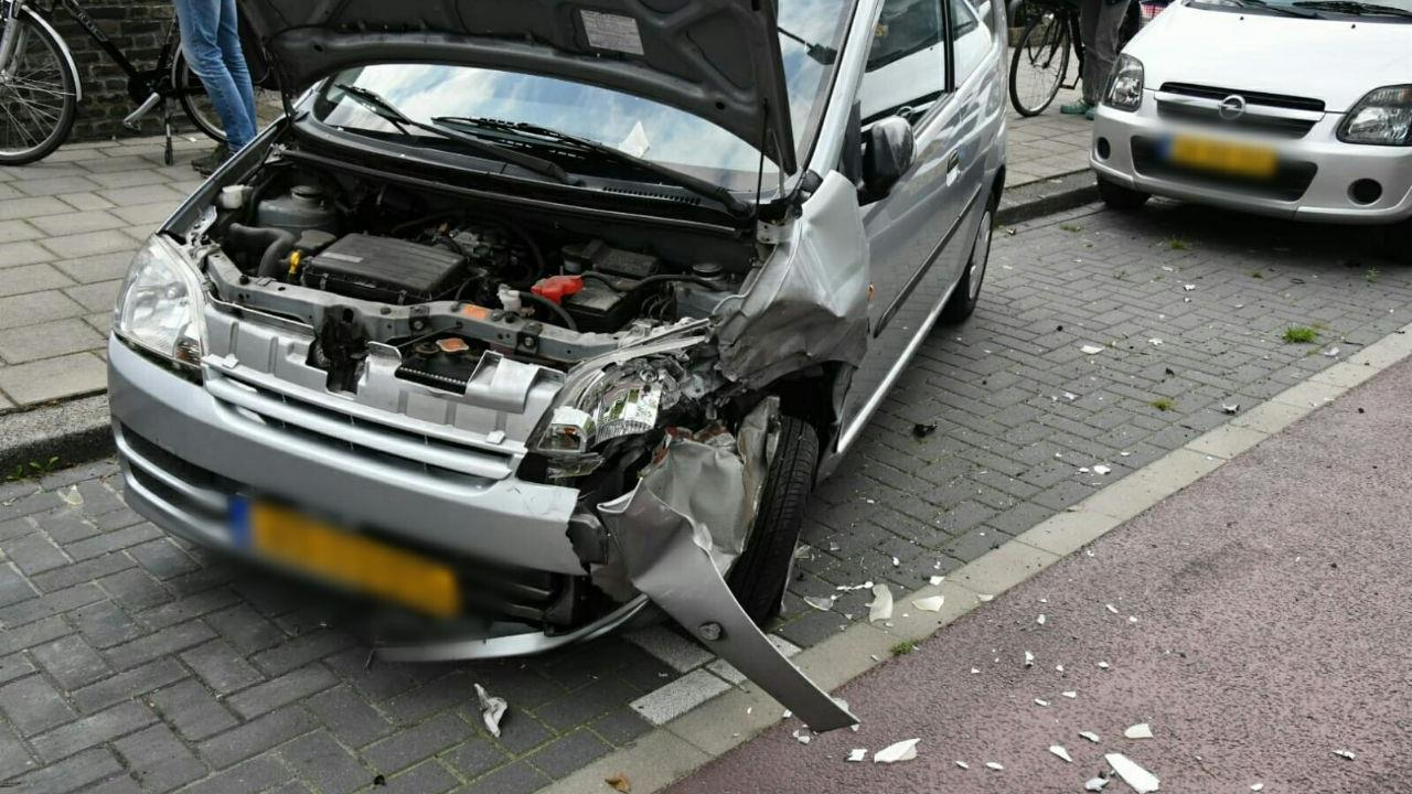 Ravage in Enschede na aanrijding met vier autos.