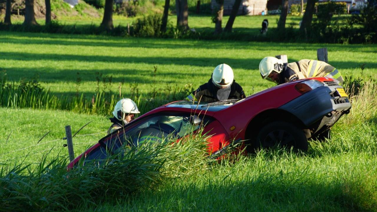 Bestuurder gewond bij aanrijding tussen twee autos in Rouveen.