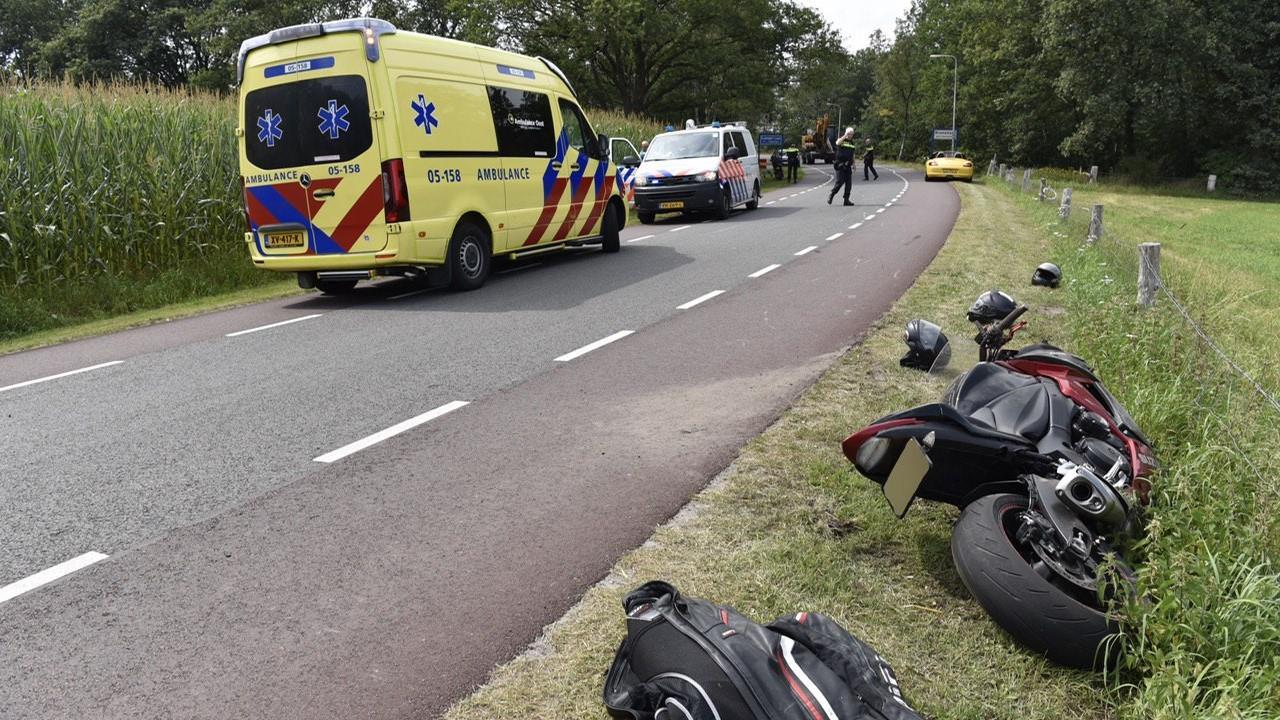 Motorrijder gewond bij botsing met scooter in Langeveen.