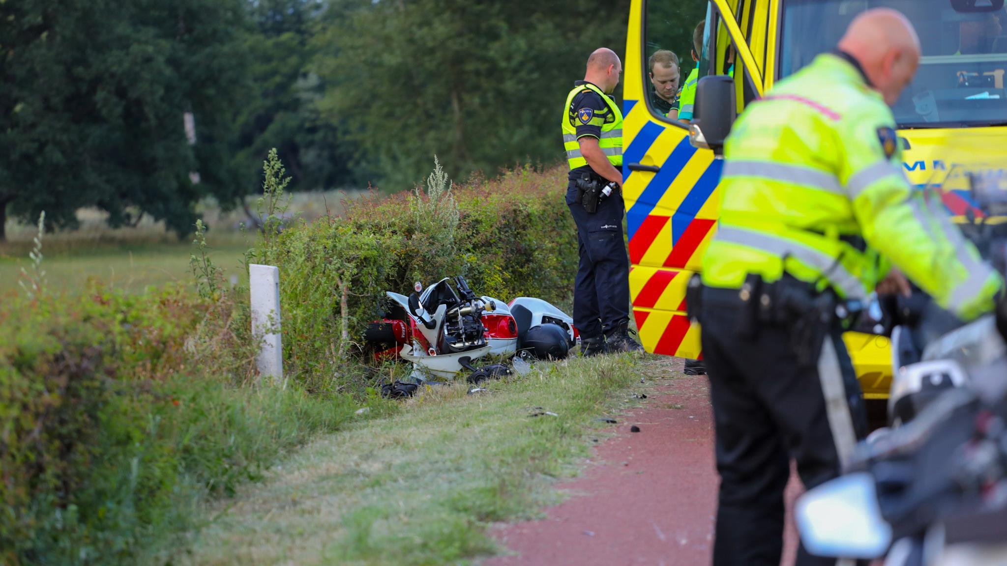 Motorrijder gewond bij ongeluk op de dijk tussen Deventer en Wilp.