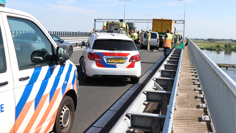 Zes gewonden bij ernstig ongeval op Ramspolbrug bij Kampen.