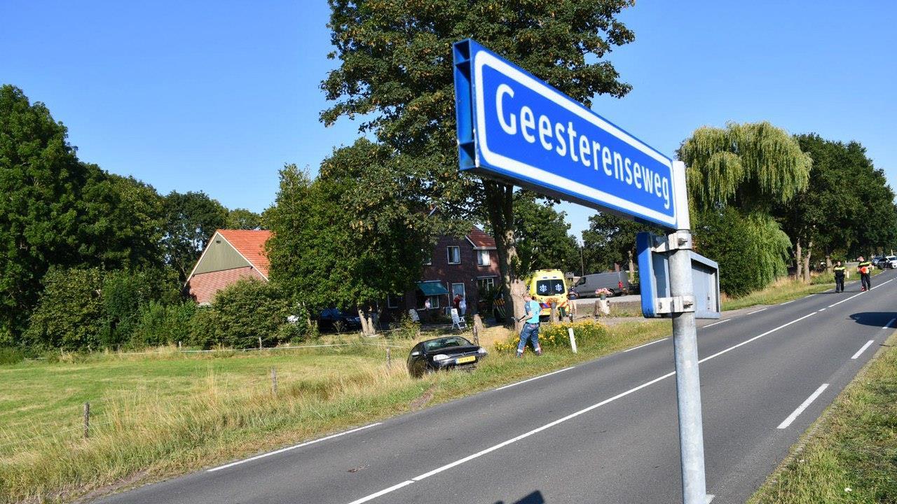 Automobilist gewond na ongeval in Vriezenveen.