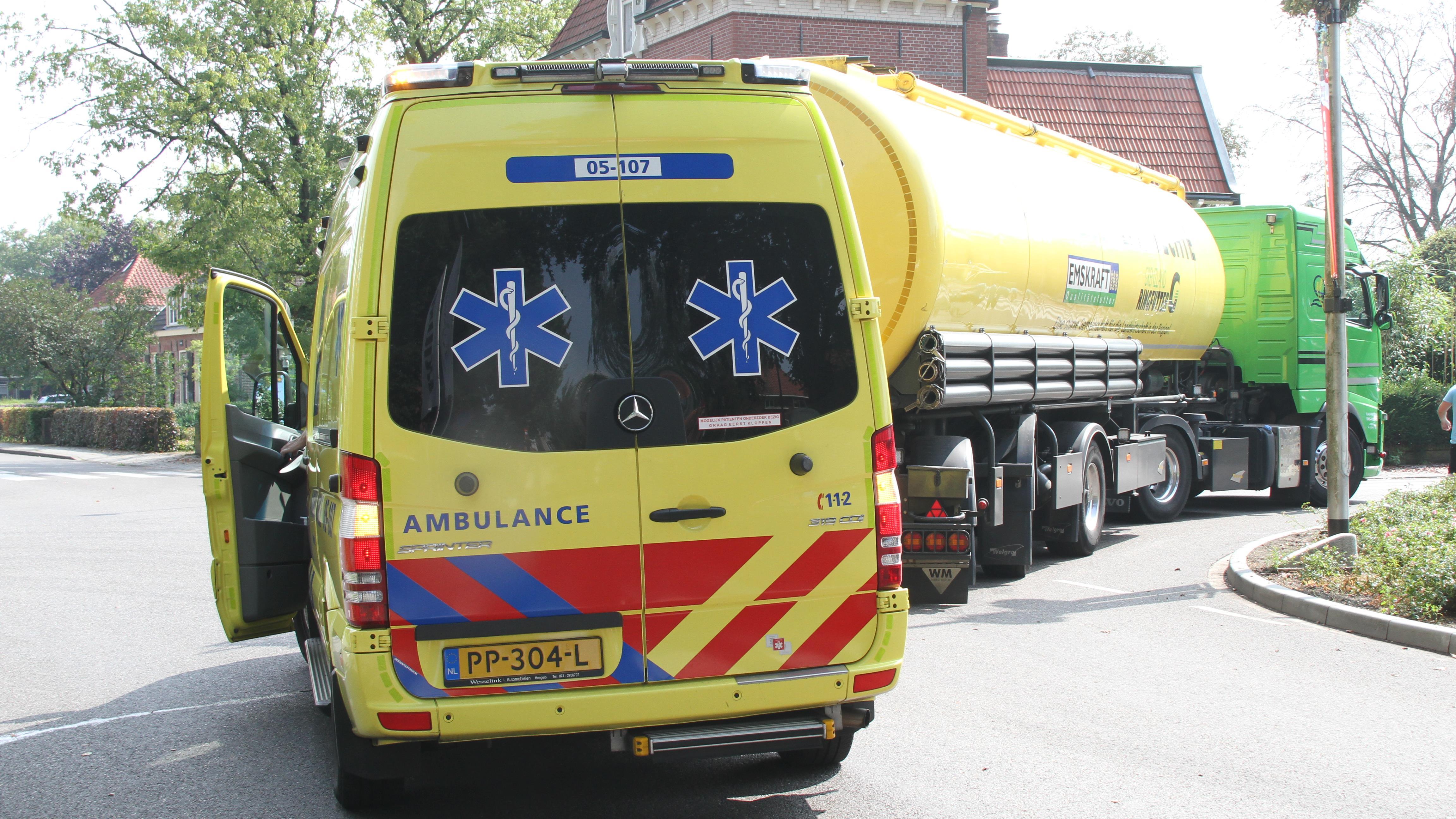 Fietsster gewond bij ongeluk met vrachtwagen in Markelo.