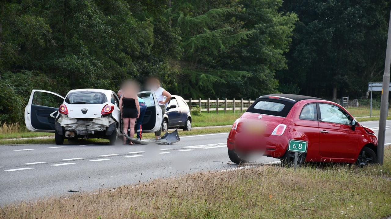 Drie zwaargewonden bij ongeluk Vlierden, bestuurder geboeid naar ziekenhuis.