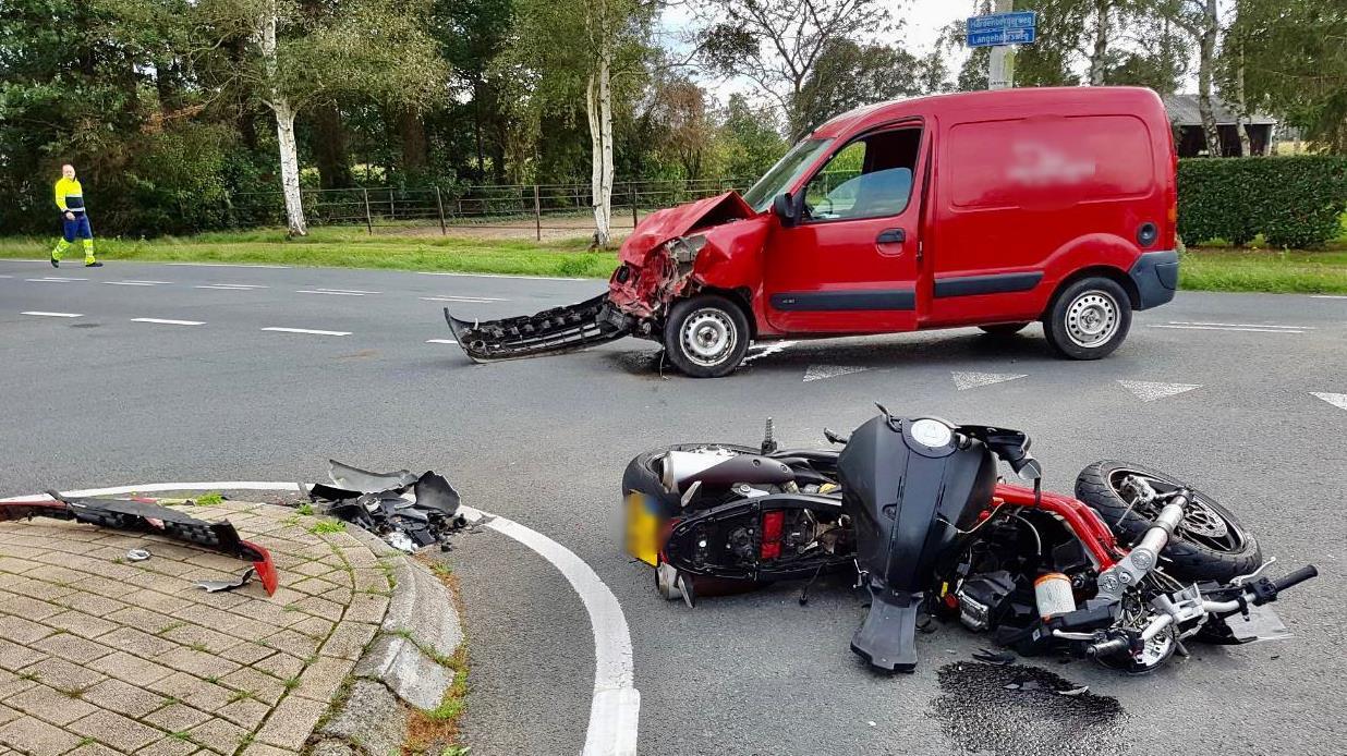 Motorrijder zwaargewond bij ongeluk in Langeveen.