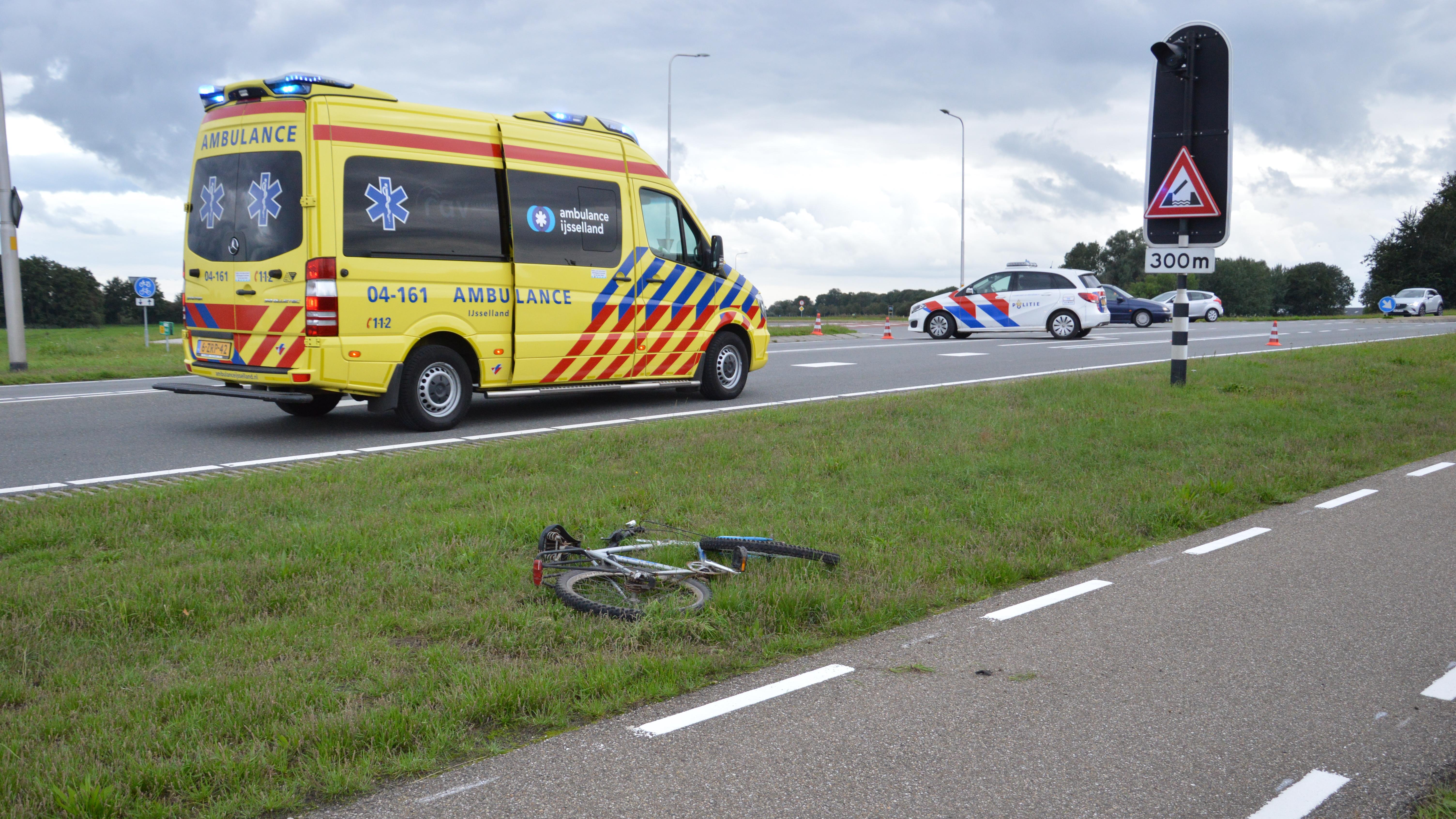 Fietser zwaargewond na aanrijding op N333 in Zuidveen.