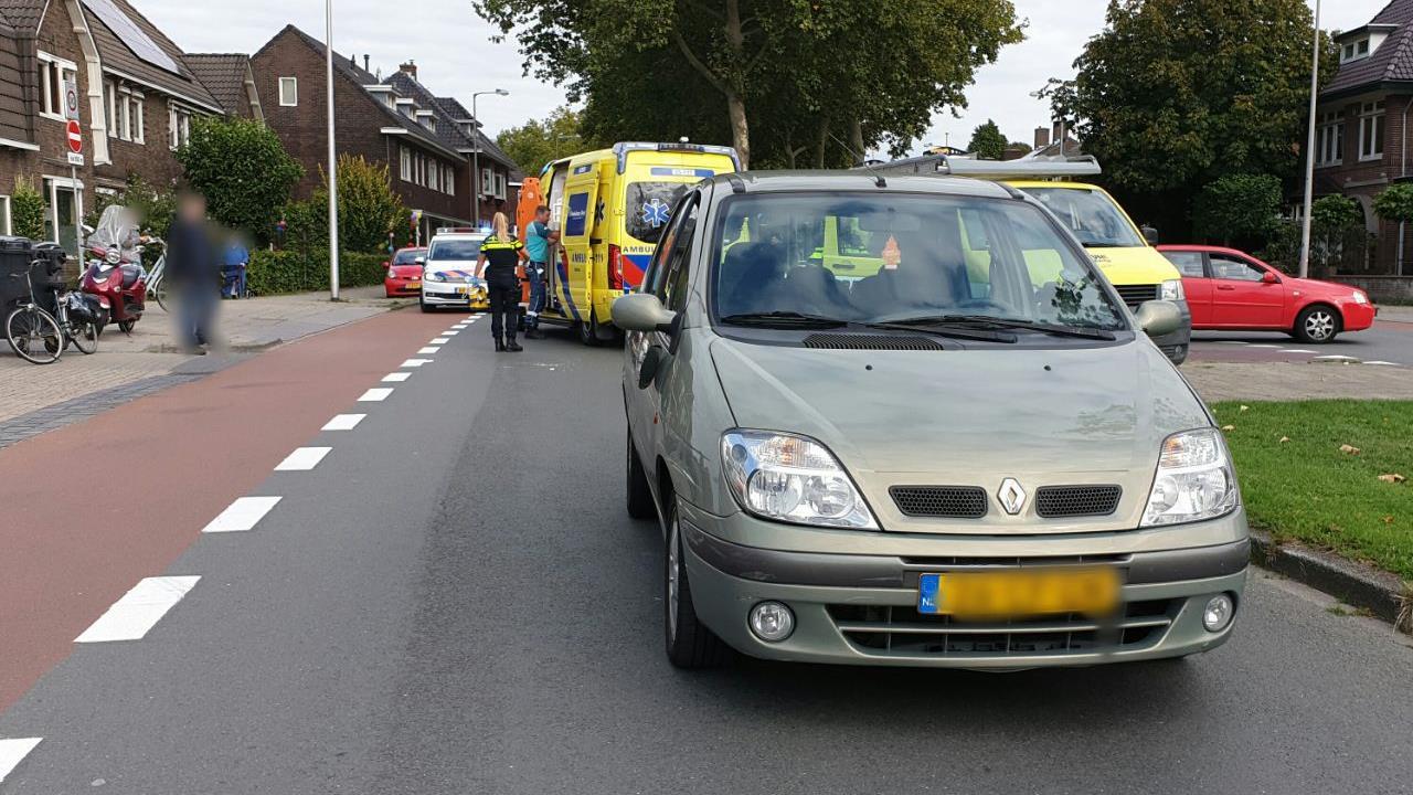 Fietser zwaar gewond na aanrijding met auto in Enschede.