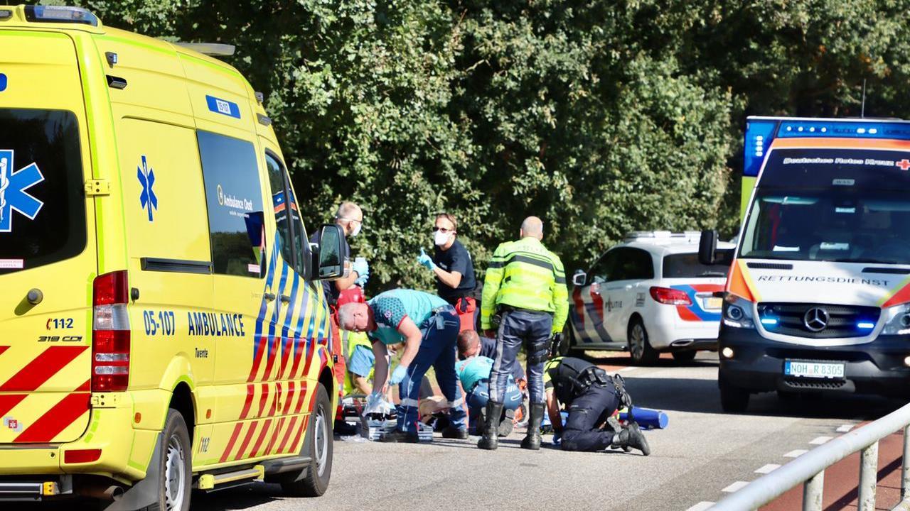 Wielrenner ernstig gewond geraakt bij aanrijding met auto in Tilligte.