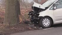Auto botst tegen boom in Lettele