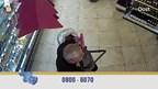 Beelden van de zakkenroller in de Almelose supermarkten