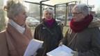 Deventernaren overhandigen petitie voor beter busvervoer