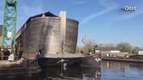 Ark van Noach ligt afgemeerd in Zwartsluis