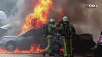 Auto's in vlammen op bij schadebedrijf Enschede