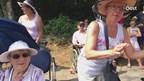 Nijmeegse Vierdaagse: leden De Zonnebloem Almelo juichen en zingen in Groesbeek
