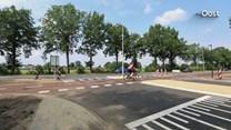 Borden op oversteek F35 in Vriezenveen