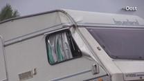 Caravan in sloot naast A1