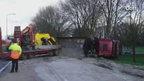 Vrachtwagen gekanteld bij Sint Jansklooster