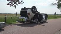 Auto slaat over de kop door aanrijding in Wanneperveen